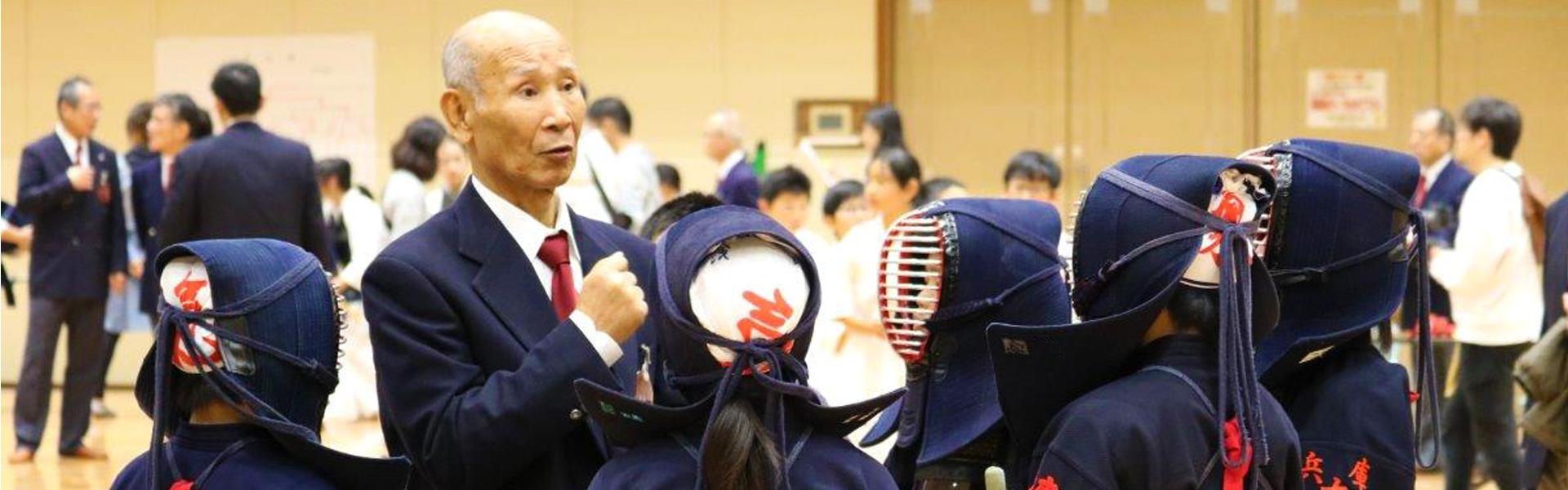 春日台剣友会には、少年少女のための少年剣道をはじめ、上級者も多く在籍しております。